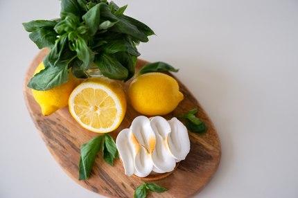 "Тарталетка ""Лимонно-базиликовая с меренгой"""